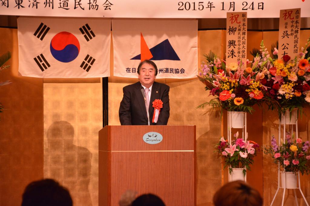 家族同伴新年会・成人式で呉公太民団中央本部団長から祝辞