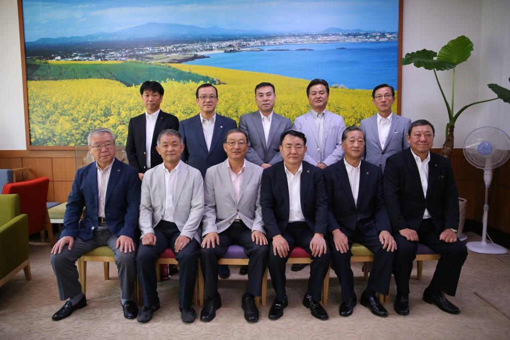 済州市庁表敬訪問し金丙立市長と執行部